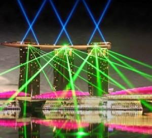 foto pertunjukan laser air pantai marina bay singapore