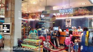 toko-souvenir-dekat-bola-universal-studio-singapore-2