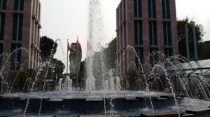 air mancur dekat patung singa raksasa merlion tower sentosa