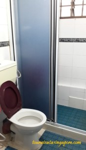 kamar mandi sharing lantai 9 lucky plaza apartment