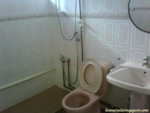 lucky plaza kamar mandi sharing